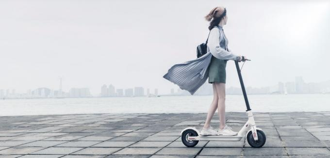 Xiaomi Two Wheeled Upright Scooter , Foldable Kick Self Balancing Vehicle CE Approved